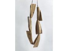 """Flygblad"" halsband i trä. Dorothea Prühl på Röhsska museet 21.5-1.9 2013."