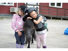 Ponnyridning på Sundbyholmstravet