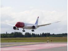 Norwegian Boeing 787 Dreamliner laskeutuu