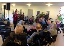 Beboerne nød koncerten med Keld og Hilda