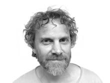 """Klas Nevrin, pianist, kompositör, lärare vid Kungl. Musikhögskolan och projektledare för det konstnärliga forskningsprojektet """"Musik i oordning""""."""