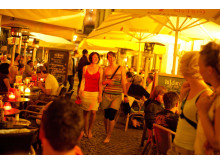 Nachtleben im Barfußgässchen auf der Kneipenmeile Drallewatsch