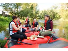 Thüringer Picknick im Schlauchboot
