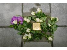 Stockholms första snubbelsten. Till minne av Erich Holewa.