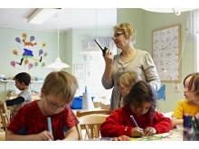 Förskolelärare med Rakelmobil