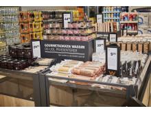 Produkterne fra nye gourmetserie, WH, stod parat til kunderne i den spritnye Lidl-butik på Amagerbrogade.