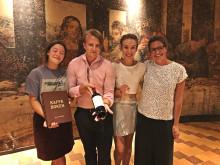 Daniella Rebelo, Anna Berg Grimstad och Emil Eriksson, alla från sommelierprogrammet i Grythyttan tillsammans med Charlotte Oldne  produktchef för Roodeberg vid Arvid Nordquist Vin