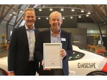 John Darlly, leder af Bilkanalen  og taksatorchef Jørgen Koch, If Skadeforsikring med prisen som Årets Forsikringsselskskab 2018