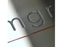Metallskylt polerad rostfri med lackerad gravyr