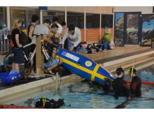 KTH-studenterna i full färd att testa sin ubåt.