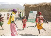 Mensskydd är en bristvara för många tjejer i världen. Tygbindan är återanvändbar och lätt att hålla ren.