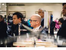 Sascha Braun (Mitte) von arvato Financial Solutions, Hauptsponsor des 12. CeeClubs in Düsseldorf, lauscht gespannt den beiden Breuninger-Geschäftsführern im Rahmen der privaten Führung durch den Breuninger Flagship-Store