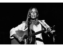 Joni_mitchell_1974-Paul C Babin-crop