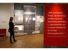 Schautafel mit Zitat von Honecker zur Formgestaltung