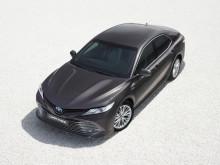 2019-camry-hybrid-03