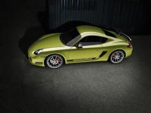 """Liksom tidigare """"R""""-modeller har Cayman R namnet Porsche skrivet längs sidorna. Cayman R sida"""