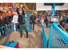 Niels Olsen prøver kræfter ved Kraftprøven til Bakkens åbning