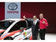 Den fyrfaldige WRC-vinnaren Tommi Mäkinen tillsammans med Akio Toyoda