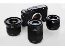 Zeiss Touit familjen, gruppbild med Fuji X-kamera