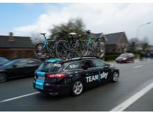 """A Team Sky csapat Ford Mondeo kísérőautóját kemény tesztek készítik fel az """"Észak Pokla"""" kerékpárversenyre"""