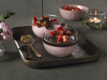 Jordbærmousse med sjokoladesaus