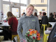 Lisa Nordén gratuleras till årets bragdguld