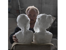 Billedkunstner Håkon Anton Fagerås i sitt atelier.