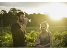 Chris Hemsworth ja Elsa Pataky nauttivat lasilliset Jacob's Creek Double Barrel -viiniä