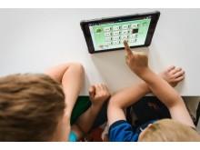 Elever arbetar på iPads.