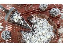 Dubbel njutning med Chokladbollskladdkakan från Frödinge