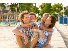 """Med en flyvetid på under tre timer er Mallorca blandt børnefamilierne, der også her finder """"toppen af poppen"""", når det gælder familieresorts."""