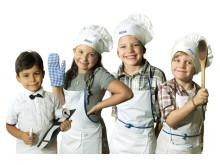 Minikockarna: fr.v. Luca (4 år), hovmästare, Leia (6 år), servitris, Frank (7 år) kock, Harry (5 år), köksmästare.