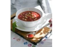 Gazpacho med vattenmelon och limekräm - svarta kokboken s. 46