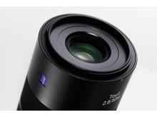 Zeiss Touit 50mm F/2,8 Macro X-fattning, detaljbild snett ovanifrån