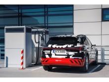 Audi e-tron prototype ved ladestander i Berlin