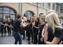 Petter Stordalen delade med sig av sina erfarenheter av hotellbranschen och bjöd Realgymnasiets elever på värdefulla tips.
