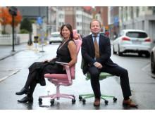 Sara Berglund, ny chef för Kinnarps i Sverige Försäljning AB, tillsammans med Kinnarps CEO Robert Petersson.