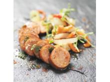 Stekt chorizo med sallad på kronärtskocka, örter, purjolök och rostad paprika