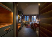 Entré till gästrum på HUUS Hotel, Gstaad, designat av Stylt Trampoli