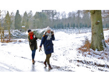 Ayse (Amine Kromann Karacan) og Ida (Nanna Rylander Johansen) når forhåbentlig at holde en rigtig jul i julekalenderen Helt fint