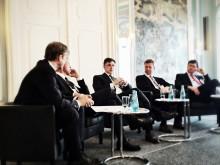 "Joachim Grendel (Mitte) auf dem ""Telecommunications Executive Summit"" in Frankurt"