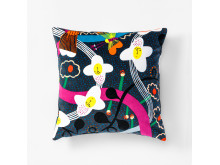 Svenskt_Tenn_Cushion_The_Story_Of_Flowers