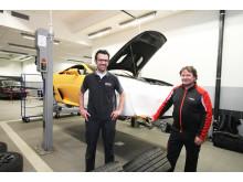 Två erfarna racingmekaniker från Toyota Motorsport i Köln har ansvar för alla de LFA som finns i Europa.