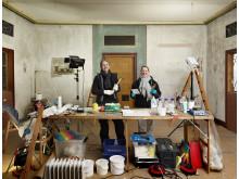 Konservatorer i færd med restaureringarbejde i Schweizerhuset i Sorgenfri Slotshave.