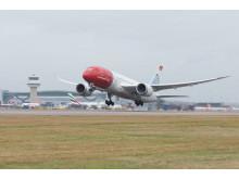 Norwegianin 787 Dreamliner Lontoon Gatwickissä