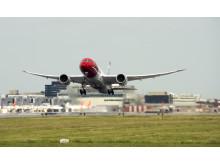 Dreamliner take off at London Gatwick