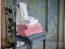 FLODALEN badehåndklæde hvid 149.-, FLODALEN badehåndklæde lyserød 149.-