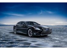 Lexus flaggskeppsmodell, fullhybriden LS 500h snett framifrån