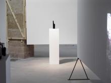 Xabier Salaberria, Martello (the model), massiv mässing och syntetiskt färg, 2012, 25x6x5 cm