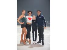 ACADEMY Talent Leony Hinz mit HOLIDAY ON ICE Skatern bei den finalen SHOWTIME Proben in Antwerpen